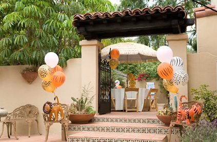 Safari, balloons, decor, decorations, welcoming, warm, LA, boston, witchita, san francisco, parties, party, entertainment, entertainer, lions, animals, tigers, wildlife, birthday party, outside decorations