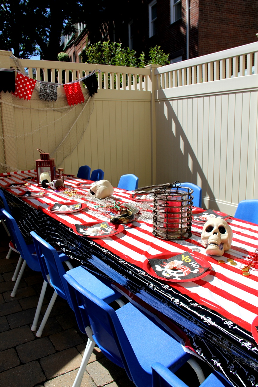 Pirate, cupcakes, boston decor, decor, los angeles, skulls, pirate party, birthday party ideas, party planning, event planning, entertainer, stripes