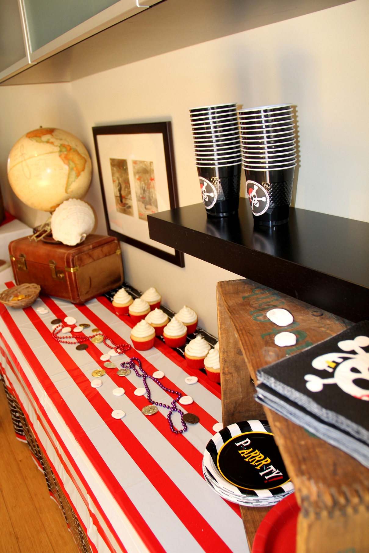 Pirate, cupcakes, boston decor, decor, los angeles, skulls, pirate party, birthday party ideas, party planning, event planning, entertainer, side table ideas, party ideas, pirate decor, travel, stripes