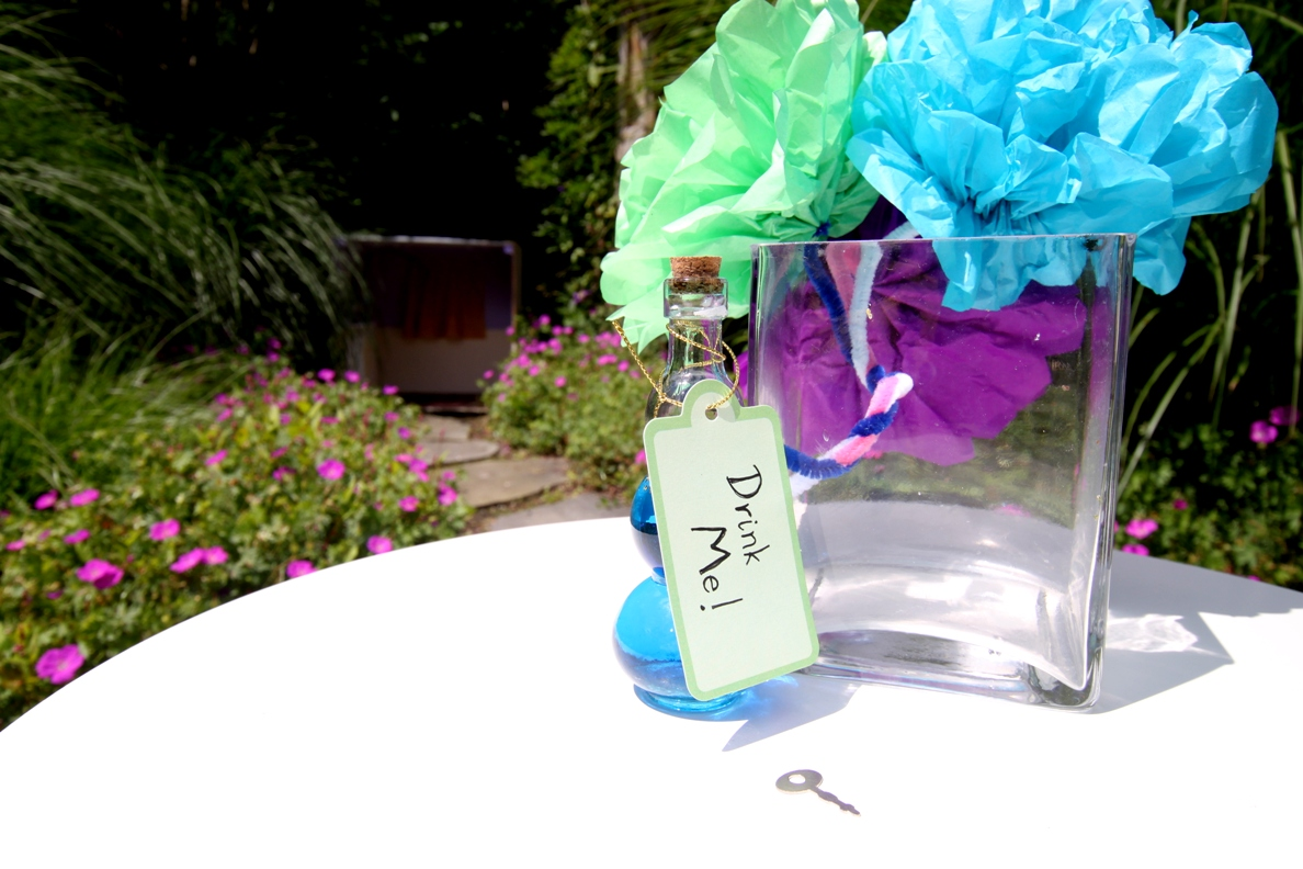 drink me, decoration, table decor, flowers, bonquets, silly sally, birthday party ideas, alice in wonderland