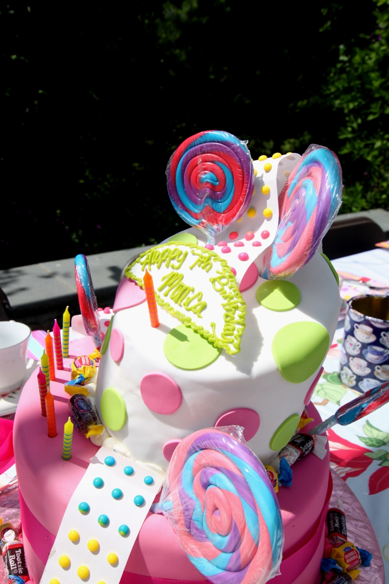Dots, candy, lollipops, cute, decor, cake, silliness, theme party, cake ideas, birthday parties, alice and wonderland, fun, silly sally
